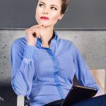 30005-KD-114 Modrá dámska košeľa v trendovom prevedení.