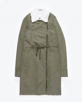 GATE Dlhá bunda s asymetrickým zipsom a plyšovými detailami