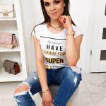 Biele tričko so štýlovou potlačou (ry1023)